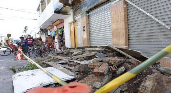 Marquise de loja desaba e mulheres ficam feridas na Zona Sul do Recife