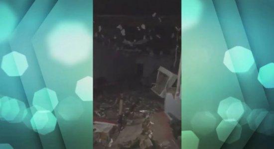 Criminosos armados explodem caixa eletrônico de agência bancária no Sertão