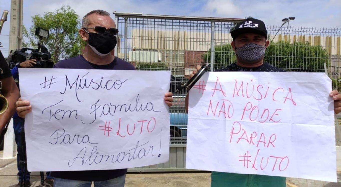 Músicos protestam na Câmara de Vereadores de Petrolina