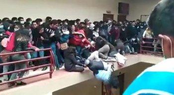 Estudantes despencaram em prédio de universidade