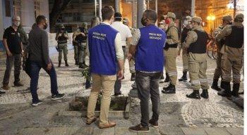Equipes de fiscalização em rua no Centro do Recife para cumprimentos das medidas contra a covid-19