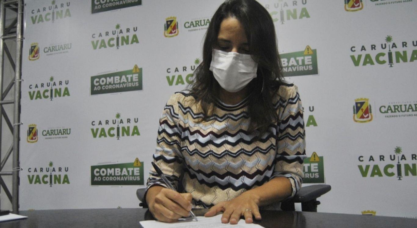Raquel Lyra assina Manifesto de Interesse de Adesão ao consórcio público para a compra de vacinas para Covid-19.