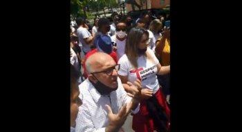 Manifestantes pedem que o governador Paulo Câmara (PSB) inclua as igrejas de Pernambuco entre os serviços essenciais durante a pandemia de covid-19