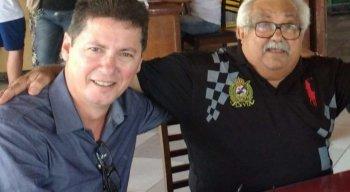 Luiz Ceará (de preto) com o amigo Marcos Lopes, empresário e amante da música Gonzaguiana