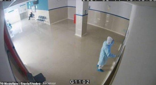 Homem se disfarçou de médico para entrar em ala de covid-19 em hospital no Peru