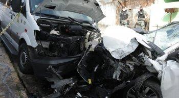De acordo com parentes das vítimas, o motorista do carro teria se assustado com um assalto durante o percurso e acabou perdendo o controle do veículo.