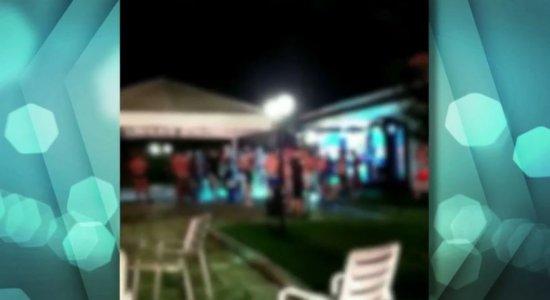 Fiscais do Procon flagram festa para mais de 100 pessoas em fazenda, em Moreno; veja vídeo