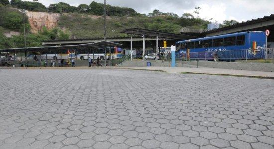Rodoviários protestam no Terminal da Macaxeira pedindo vacina e  fim da dupla função dos motoristas
