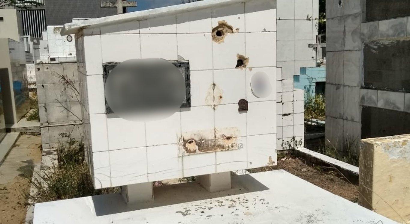 Túmulos são alvos de furto e vandalismo em cemitério de Caruaru
