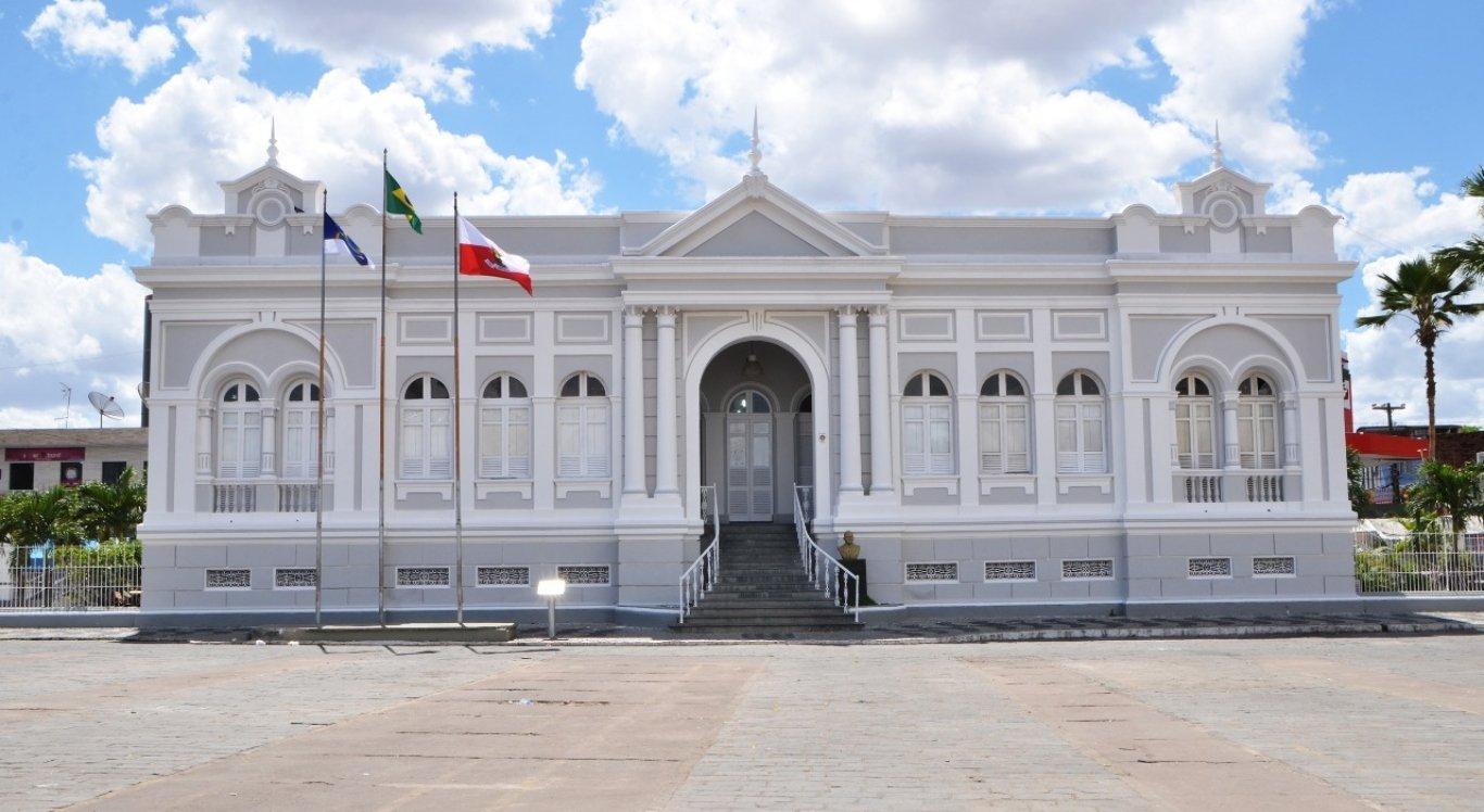 Novo decreto suspende aulas presenciais nas redes estadual e privada em Limoeiro