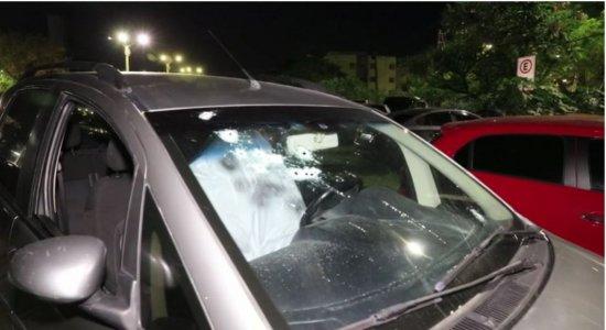 Homem é morto com pelo menos 14 tiros dentro de carro em Jaboatão dos Guararapes