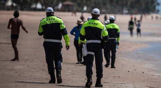 Sábado com desrespeito às restrições em praia, aglomeração em ônibus e parque vazio no Recife