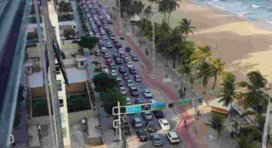 Ato contra restrições por causa da covid-19 e a favor de Bolsonaro acontece em Boa Viagem, na Zona Sul do Recife