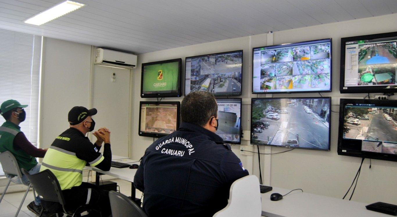 A Prefeitura de Caruaru instalou câmeras no Centro.