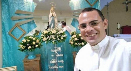 Padre que morreu afogado ao salvar duas pessoas em açude é enterrado em Taquaritinga do Norte