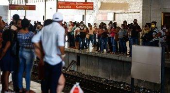 Movimentação intensa na Estação Central e TI Joana Bezerra do Metrô do Recife