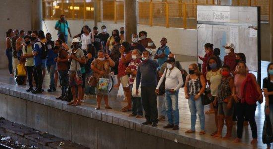 Metrô do Recife: Após Linha Sul parar por 13h, Linha Centro apresenta problemas e passageiros enfrentam transtornos