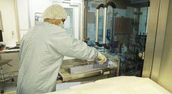 Vacina contra covid-19 produzida no Brasil pela Friocruz