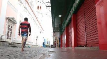 O Centro do Recife, que é sempre bem movimentado, estava com as ruas vazias, segundo a equipe de reportagem