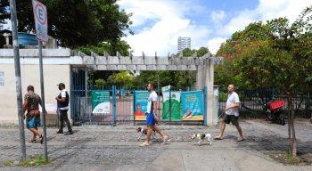 A determinação de fechar as praias e parques faz parte do decreto do Governo do Estado que passa a valer a partir desta quinta (18