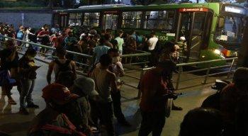 Grandes filas no Terminal Integrado da Macaxeira, nesta quinta-feira (18)