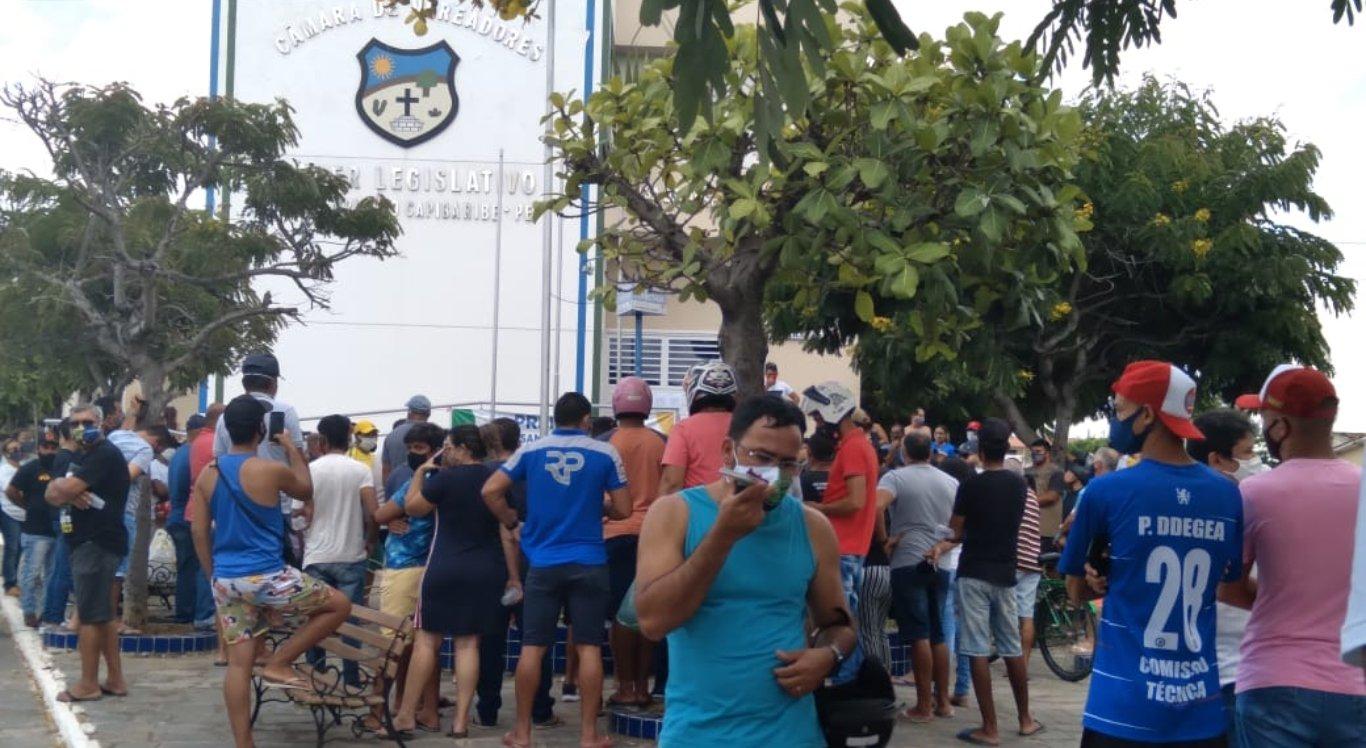 Grupo de comerciantes protesta contra quarentena em Santa Cruz do Capibaribe