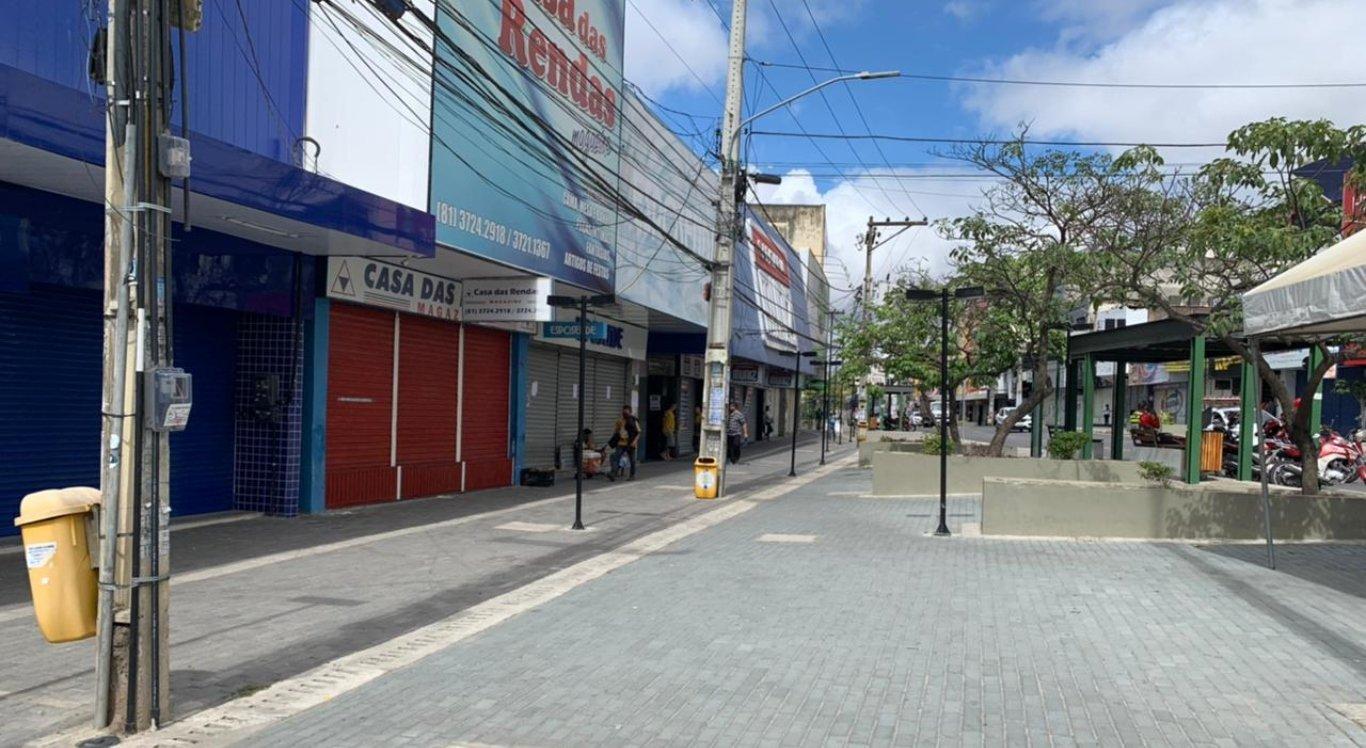 Comércio de portas fechadas em Caruaru no primeiro dia da quarentena