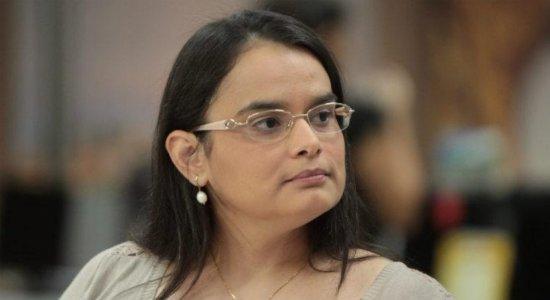 Conheça a história de Cinthya Leite, repórter do Jornal do Commercio especializada na área de saúde