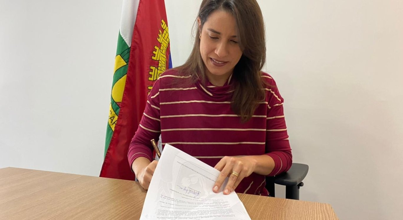 Prefeitura de Caruaru sanciona lei que autoriza compra de vacinas para município