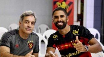Tréllez ao lado do direitor de futebol, Chico Guerra
