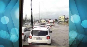 Em Cajueiro Seco, também em Jaboatão, vários pontos de alagamentos foram registrados.