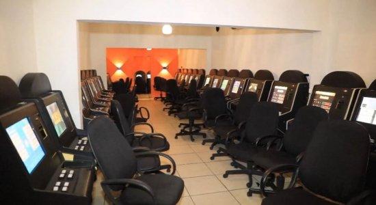 Mais de 50 máquinas caça-níqueis são apreendidas em casa de jogos em Torreão