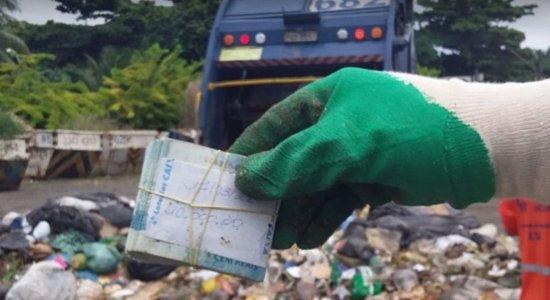 Doméstica joga fora R$10 mil por engano da patroa e garis acham dinheiro no lixo
