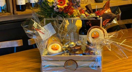 Com a chegada da páscoa, RioMar Online oferece cardápio de queijos e vinhos