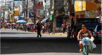 Aglomeração na Região Metropolitana de Recife mesmo com decreto que impõe quarentena em Pernambuco.