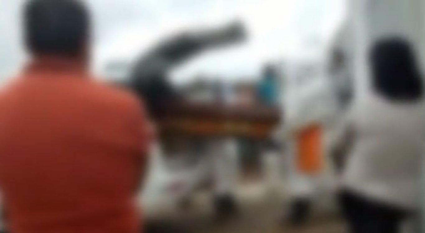 Corpo de idoso cai do caixão na porta do cemitério e família se desespera no Agreste