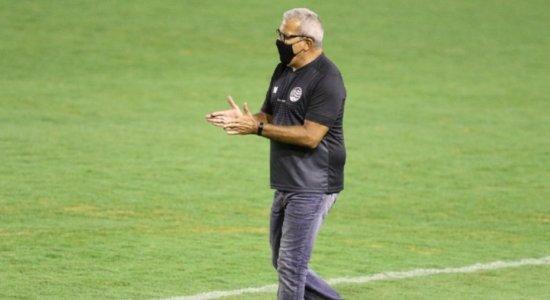 Bravo com atitude do Vitória, técnico do Náutico afirma: 'Quem tava querendo jogo era quem tava ganhando a partida'