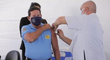 General Hamilton Mourão, vice-presidente da República, é vacinado no Distrito Federal