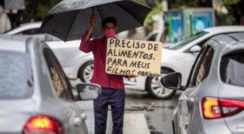 Pedido de ajuda nas ruas do Recife