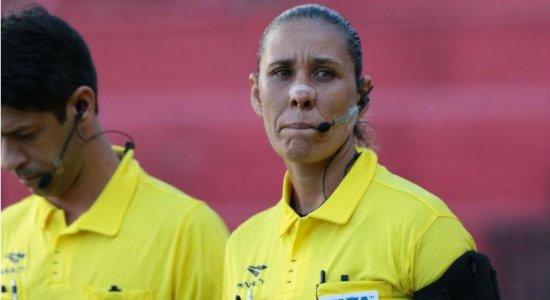 Mulheres no futebol: 'O peso é maior quando a gente erra', diz árbitra Deborah Cecília