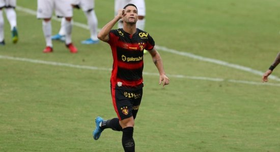 Acusado de tumultuar ambiente por torcedor, Thiago Neves diz que comprou até frutas para os treinos do Sport