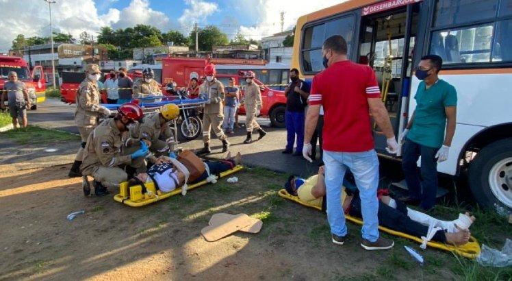 Acidente deixou pelo menos 11 passageiros feridos