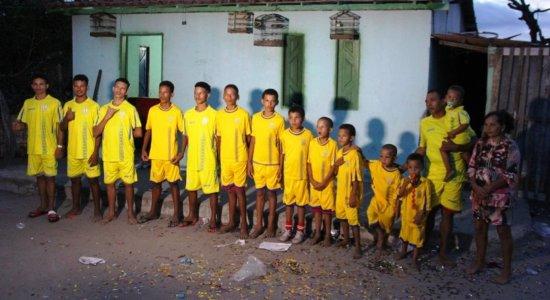 A família tem 14 meninos e vai ganhar uma menina