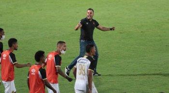 Jair Ventura celebra vitória contra o Santa Cruz pela Copa do Nordeste 2021