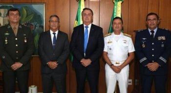 Novos comandantes das Forças Armadas ao lado do presidente Jair Bolsonaro - FOTO: REPRODUÇÃO/TWITTER/@JAIRBOLSONARO