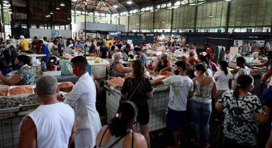Procura pelo peixe da Semana Santa cresce e Mercado de São José tem aglomeração de consumidores