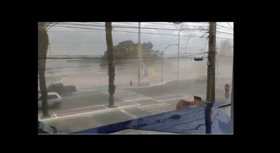 Céu fica avermelhado, e moradores se assustam com tempestade de areia em Petrolina; veja vídeo