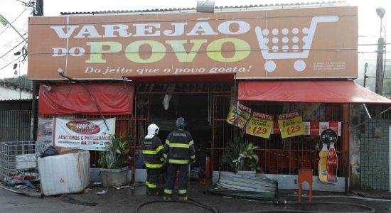 Incêndio atinge mercadinho na Zona Norte do Recife