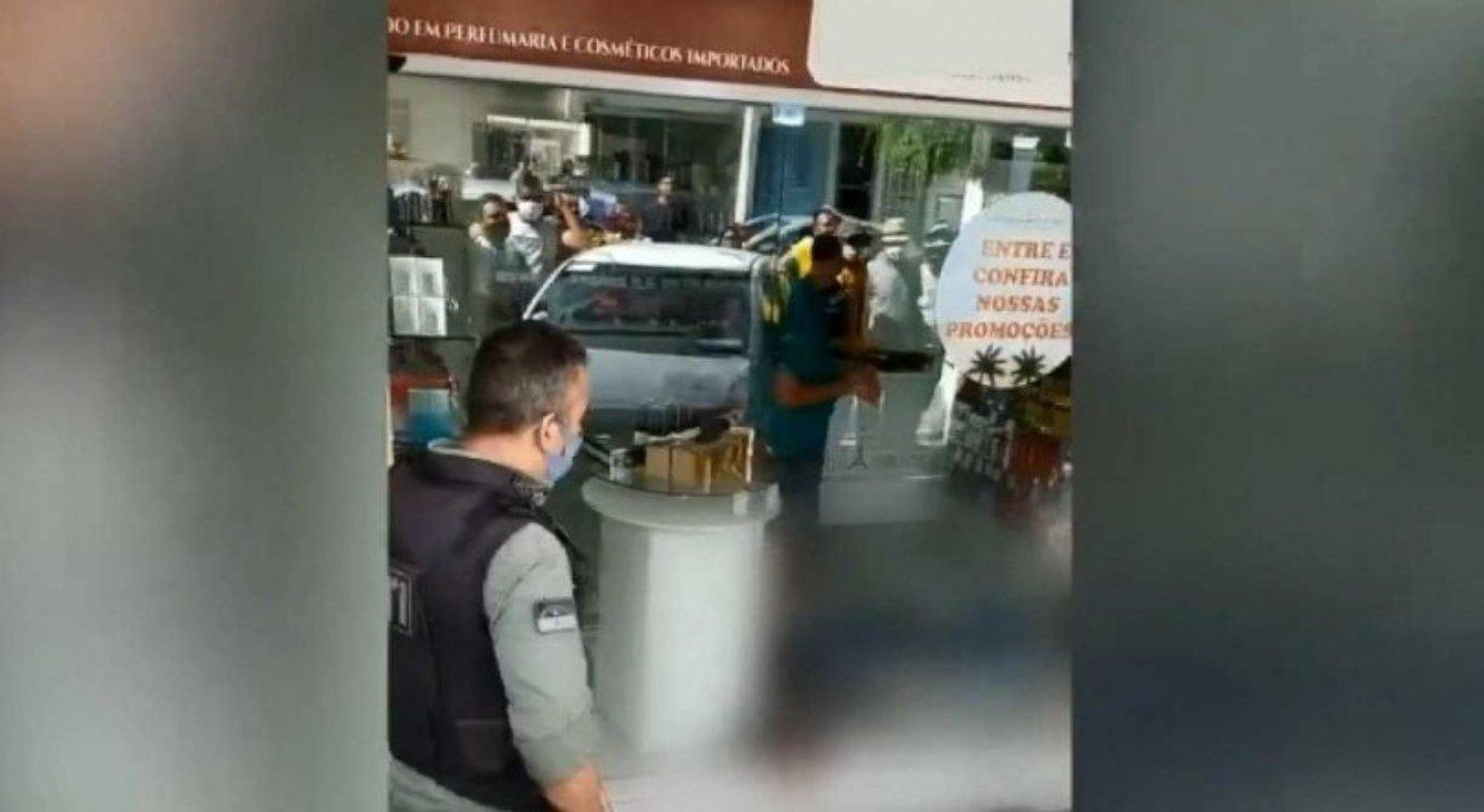 Dois suspeitos são mortos durante assalto em loja na Zona da Mata