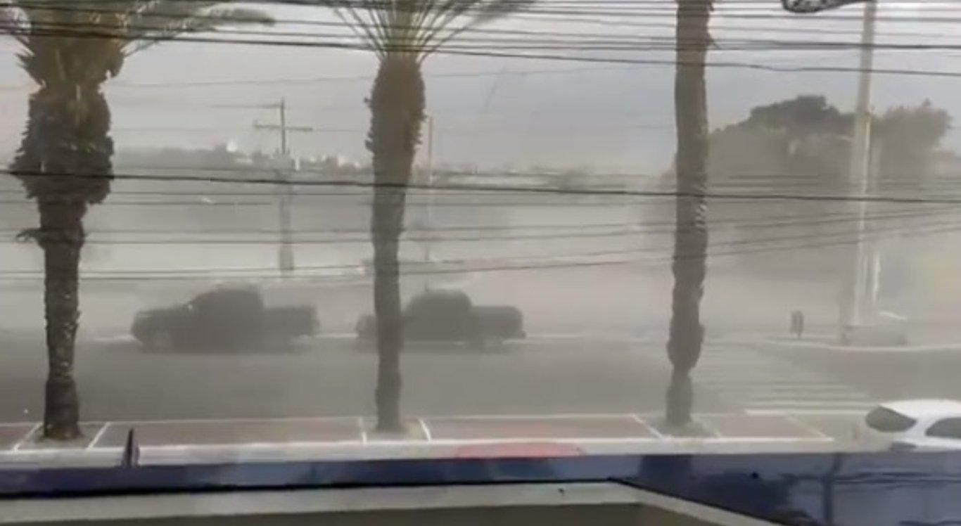 Tempestade de areia em Petrolina, no Sertão de Pernambuco